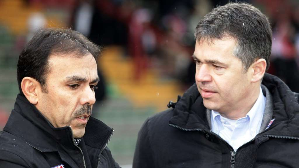 Trainer Jos Luhukay (L) und Manager Andreas Rettig