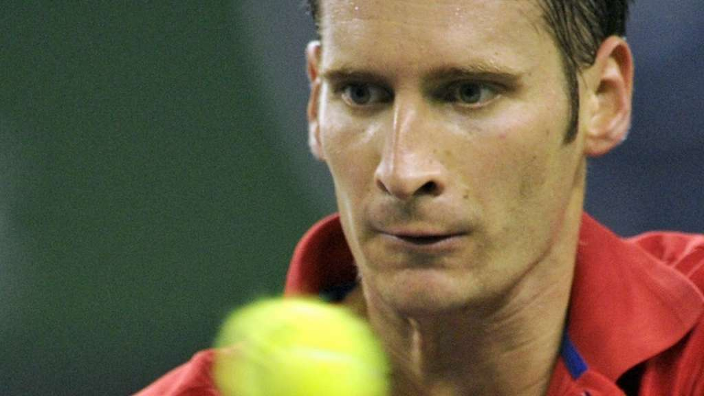Florian Mayer in Basel weiter