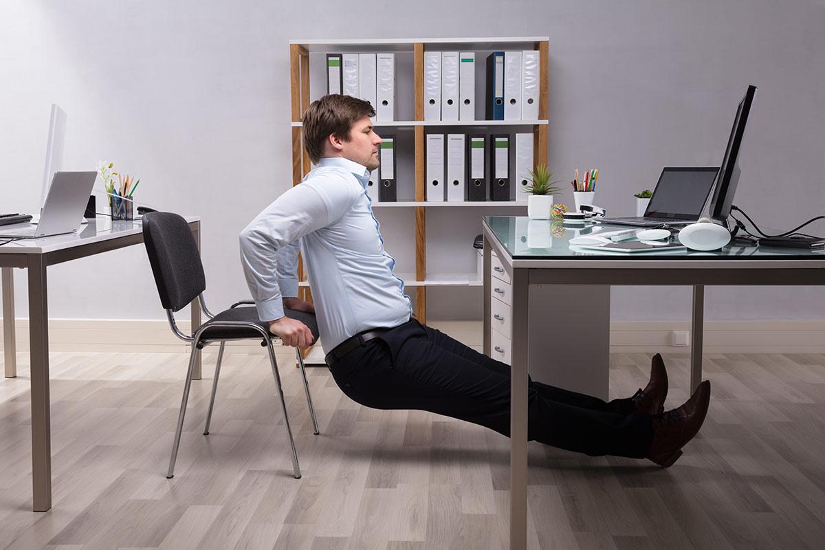 zirkeltraining f r zuhause einfache bungen ohne ger te. Black Bedroom Furniture Sets. Home Design Ideas