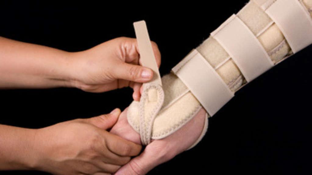 Rehabilitation als Bestandteil der Behandlung Erwachsener mit einem gebrochenen Handgelenk