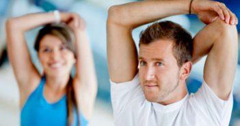 Effektives Dehnen und Stretching während dem Aufwärmen bei Sport und Training