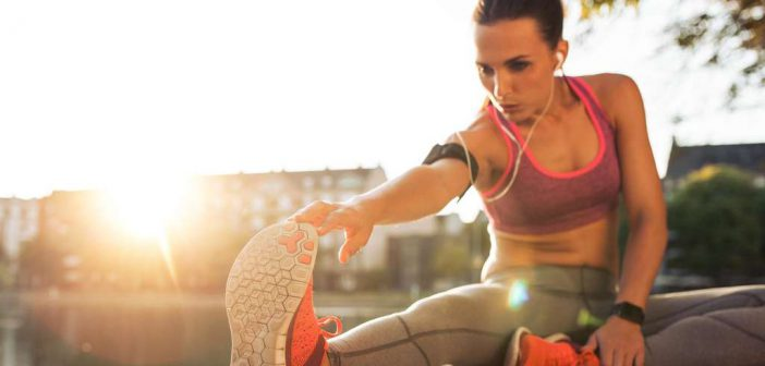 Dehnübungen entlastet Ihre Muskeln im Alltag und hilft zudem, Sportverletzungen zu vermeiden.