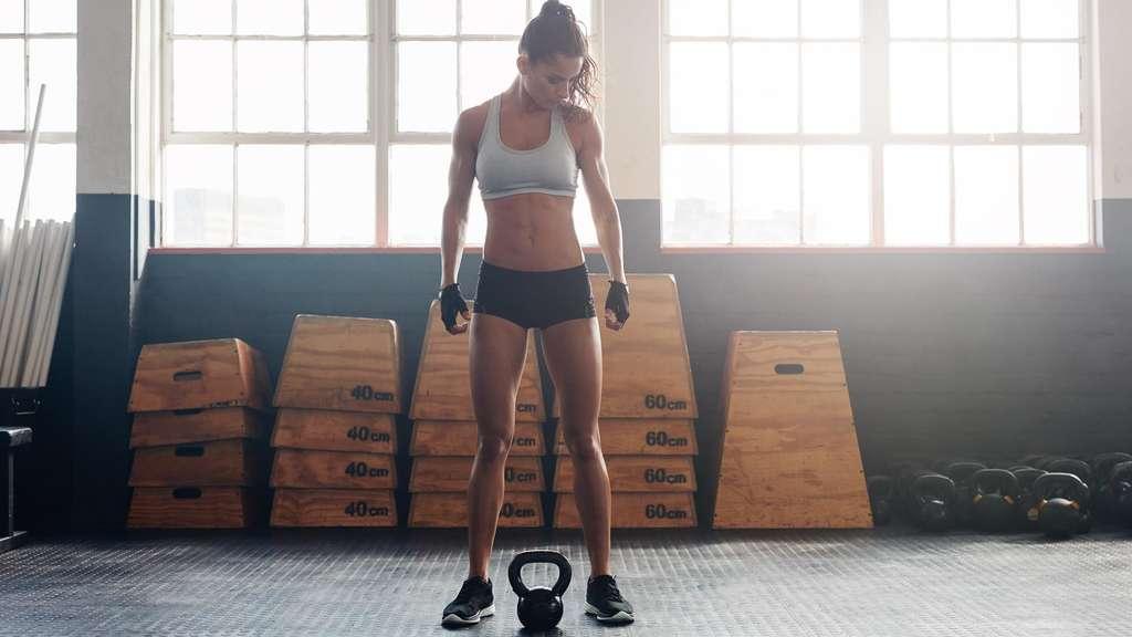 Können Sie gleichzeitig Fett verlieren und Kraft gewinnen?