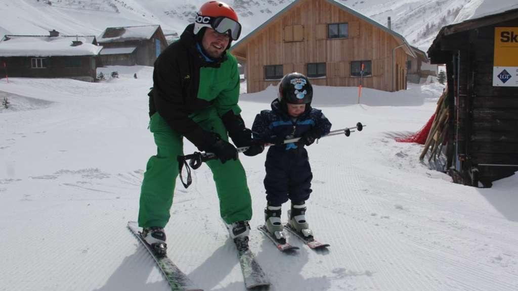 Skifahren lernen mit kindern das zweite mal auf skiern