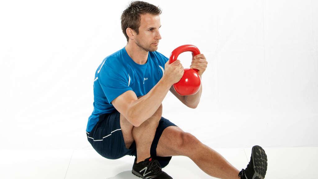 Muskelaufbau mit Kettlebells | Kettlebell Training, Krafttraining ...