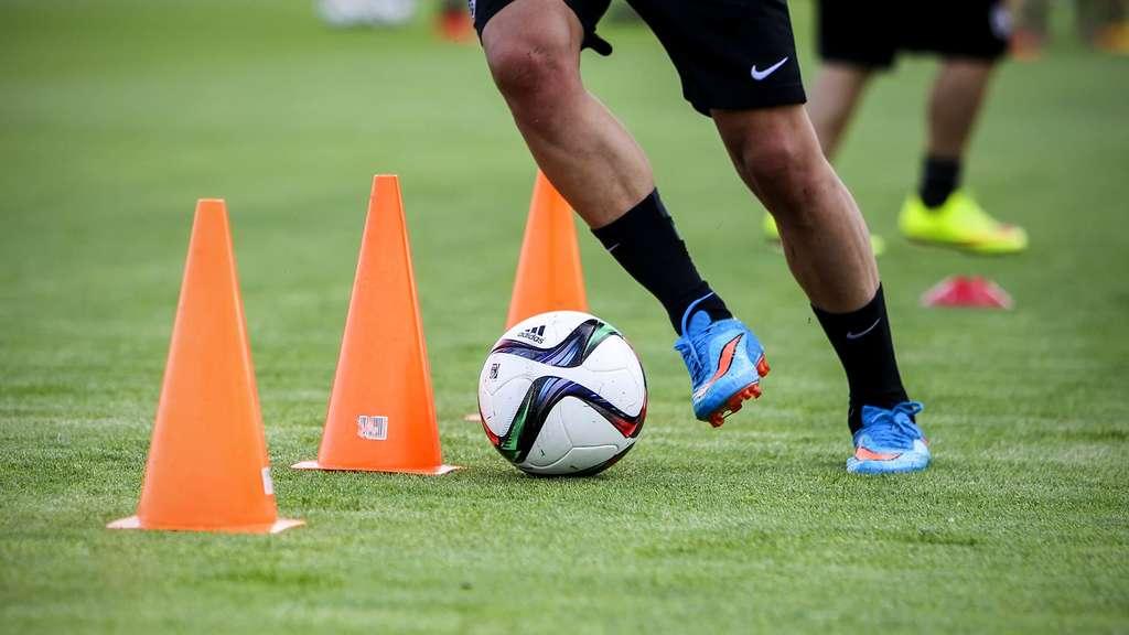 ᐅ Fussballtraining Das Ist Die Ideale Saisonvorbereitung