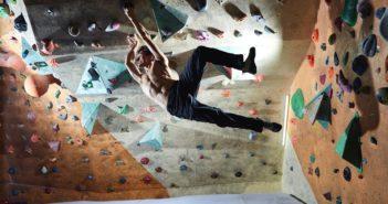 die übungen helfen bei schmerzen in der schulter nach dem klettern.