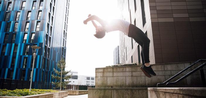 Mit diesen 9 Übungen den Rückwärtssalto oder Backflip lernen