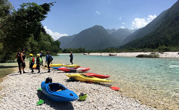 Wildwasser-Kajakkurs auf der Soca in Bovec, Slowenien