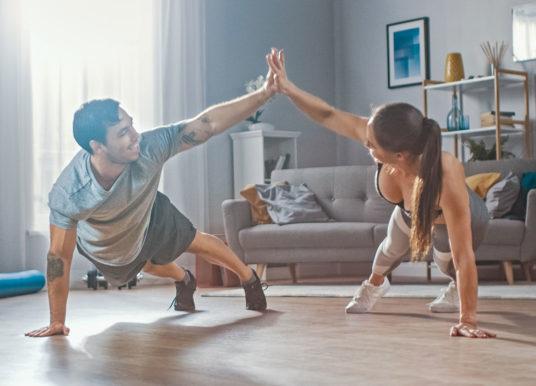 Heimtraining Laufen: Fünf effektive Übungen für Läufer | Ohne Geräte