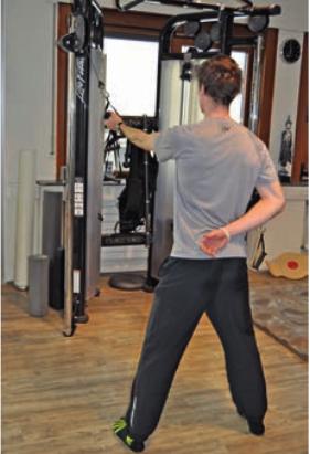 Das Impingement ist ein weit verbreitetes und schmerzhaftes Problem unter Trainierenden. Ratgeber zu Maßnahmen und Übungen.