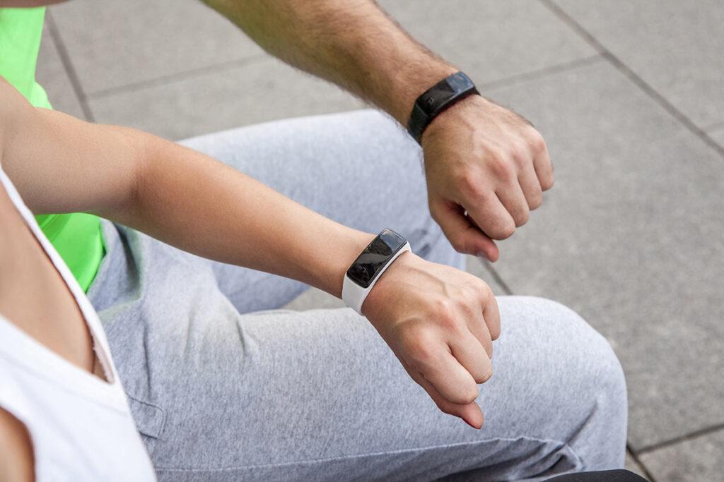 2021: welche fitnesstracker sind am besten? ratgeber